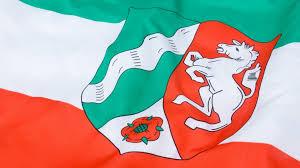 Fahne des Landes NRW mit Wappen